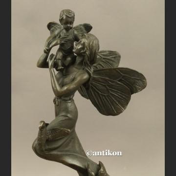 Macierzyństwo matka z dzieckiem statuetka z brązu