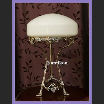 Secesyjna lampa ze ślicznym szklanym kloszem
