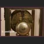 Zegar kominkowy francuski z wahadłem z zielonego marmuru cudowny