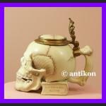 Niesamowity kufel fantastyczna czaszka
