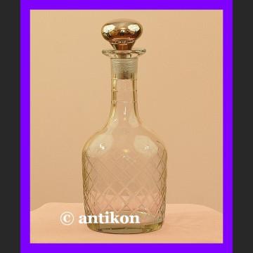 Zgrabna elegancka karafka do wody, wina, likierów
