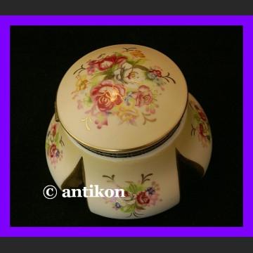 Złocona szkatułka na biżuterię kwiatowe puzderko