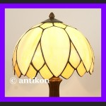 Klasyczna lampa witrażowa Tiffany średnia urocza