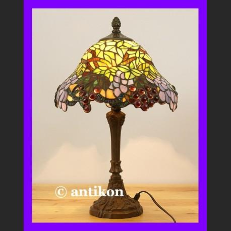 Urocza lampa Tiffany z pięknymi winogronami