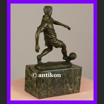 Piłkarz rzeźba z brązu statuetka piłkarza