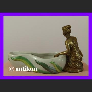 Śliczna paterka z figurą kobiety secesjna nimfa