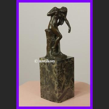 Córka Niobe akt z brązu przepiękna sygnowana rzeźba