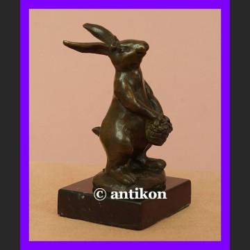 Królik bajkowy króliczek śliczna rzeźba z brązu