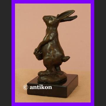 Królik z brązu bajkowy króliczek prześliczna rzeźba