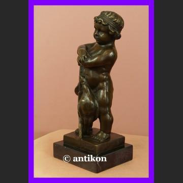 Figurka z brązu Chłopiec i gęsi urocza rzeźba sygnowany brąz