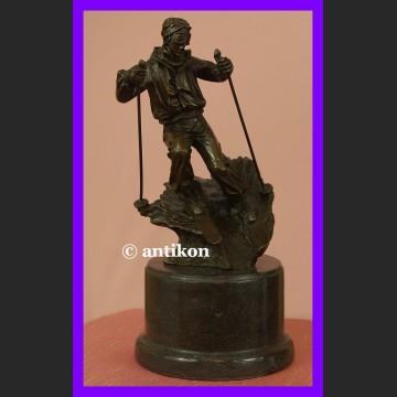 Figurka z brązu Narciarz dynamiczna rzeźba