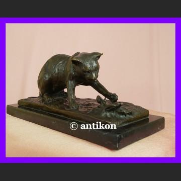 Polujący kot urocza rzeźba sygnowany brąz