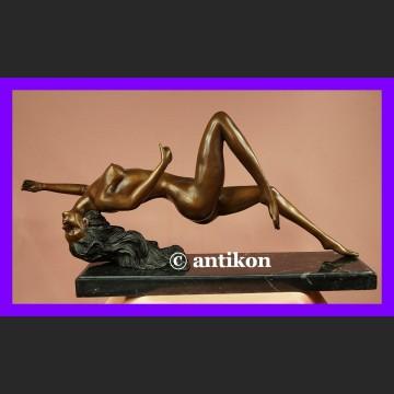 Kultowy akt naga kobieta duża rzeźba brąz