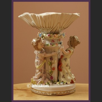 Śliczna duża patera na cukierki lub orzeszki porcelana z figurkami