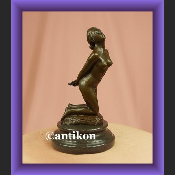 Nieprzyzwoity akt dziewczyny rzeźba francuski brąz