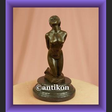 Figurka z brązu śmiały akt dziewczyny rzeźba francuska