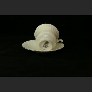 Wykwintna biała porcelana filiżanka i spodek