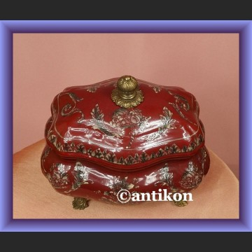 Duża soczyście czerwona bomboniera urocza porcelana z kwiatami