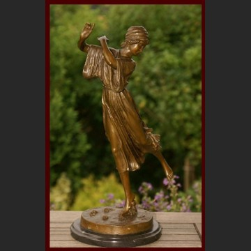 Figurka z brązu sygnowana Urocza tancerka