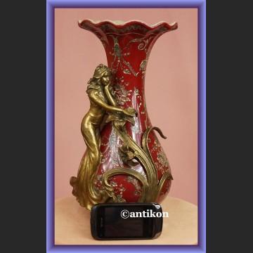 Przepiękny duży wazon z porcelany ozdobiony figurką nimfy