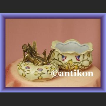 Szkatułka elf na wieczku porcelanowe puzderko prezent