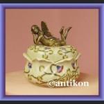 Urocza duża szkatułka słodki elf na wieczku porcelanowe puzderko