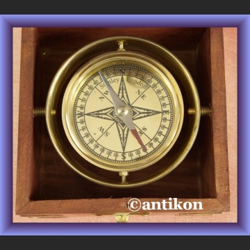 Kompas w drewnianym pudełku busola dla żeglarza