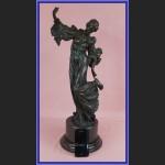 Duża figurka z brązu kobieta w długiej sukni secesyjna rzeźba