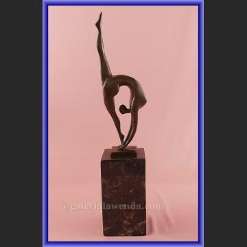 Figurka z brązu gimnastyczka modernistyczna