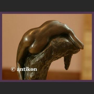 Figurka z brązu Ponadczasowo piękny akt kobiety rzeźba Art Deco