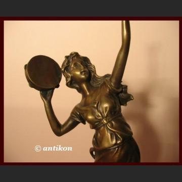 Rzeźba urocza tancerka z tamburynem prawdziwy brąz