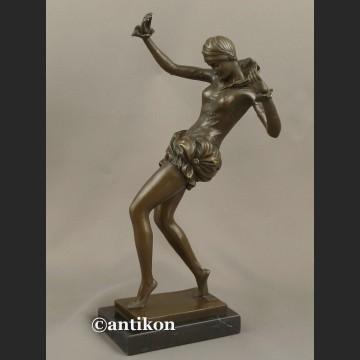 Figurka z brązu zjawiskowa dziewczyna tancerka z brązu