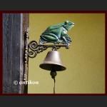 Duży żeliwny dzwon żaba na szczęście