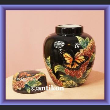 Niesamowity wazon czarny z motylami