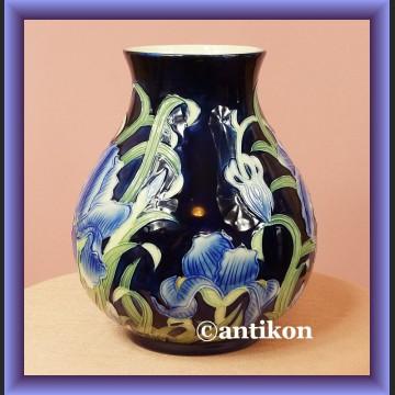 Piękny recznie malowany wazon z irysami
