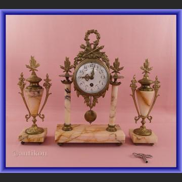 Zegar kominkowy z marmuru z przystawkami Francja XIX w