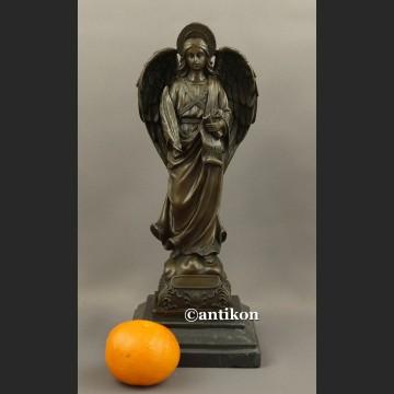 Rzeźba z brązu Anioł modlący się