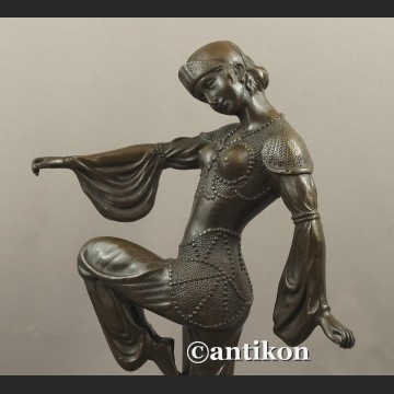 Rzeźba z brązu tancerka w stylu wschodnim duża figura