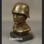 Figurka z brązu popiersie żołnierz w hełmie