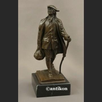 Rzeźba z brązu Wędrowiec figurka podróżnika