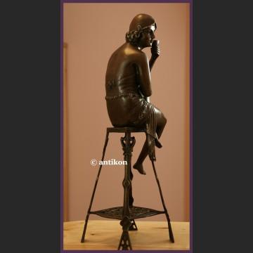 Frywolna lady z szampanem Art Deco brąz wspaniała ogromna rzeźba