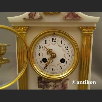 Stary zegar kominkowy ze świecznikami Francja biały marmurowy