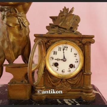 Zegar kominkowy Kowal stary francuski