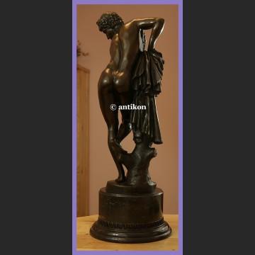 Ogromna rzeźba Apollo patron sztuki wspaniały brąz akt