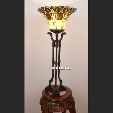 Witrażowa lampa Tiffany wysoka na potrónej nodze art deco