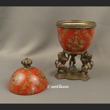 Carskie jajo piękna porcelanowa szkatuła z lwami