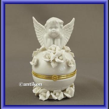 Szkatułka aniołek porcelanowa z różami