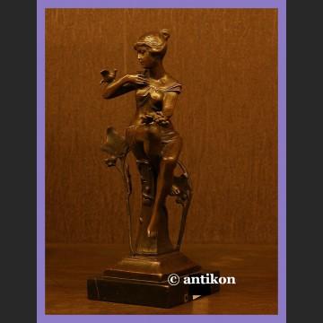 Przepiękna rzeźba z brązu Kobieta z ptaszkiem secesja