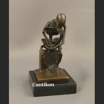 Rzeźba brąz Kościotrup myśliciel niesamowita