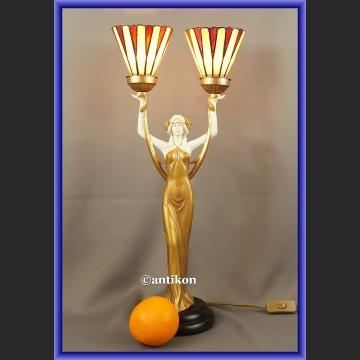 Lampa secesyjna z witrażowym kloszem